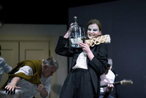 Ve Švandově divadle chystají hru Závislosti navzdory
