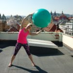 1_Sportovní-instruktorka-Věra-Beroušková-na-střeše-Paláce-YMCA_foto-Palác-YMCA-repro-zdarma.jpg