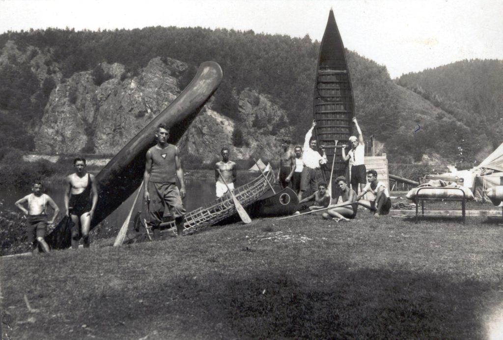 1_Letní ráj hochů na Sázavě v Soběšíně 30 léta_foto archiv YMCA_repro zdarma