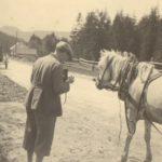 8_Karel_Capek_fotografuje na Orave 1930_foto Památník K Čapka_repro zdarma