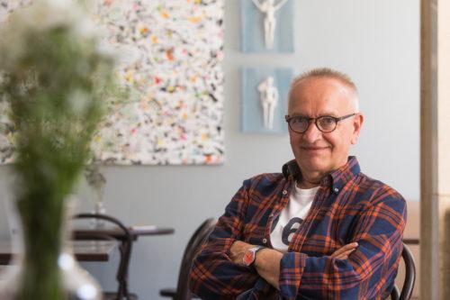Výstava Jiřího Votruby v Národním divadle představí lásku i svody v globálním světě