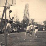 1_basketbalový match na snímku ze 30. let_foto YMCA_repro zdarma