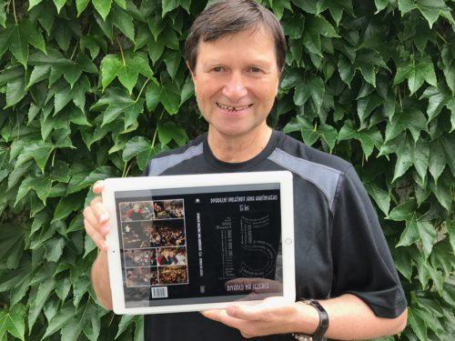 Divadelní společnost Jana Hrušínského oslaví 15. narozeniny vydáním reprezentativní knížky a Divadlo Na Jezerce představí nový web