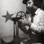 4_Milan Beránek s dílem Perestrojka_polovina 80 let_foto archiv M Beránka_repro zdarma