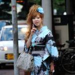 7_Kimono v dnešní módě, momentka z japonské ulice_foto archiv_repro zdarma