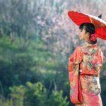 8_Elegantní hedvábný oděv podtrhuje křehkou ženskou krásu už po staletí_foto archiv_repro zdarma