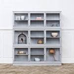 15_Prosklený kabinet třídílný od Oliver Furniture_foto Viabel_repro zdarma