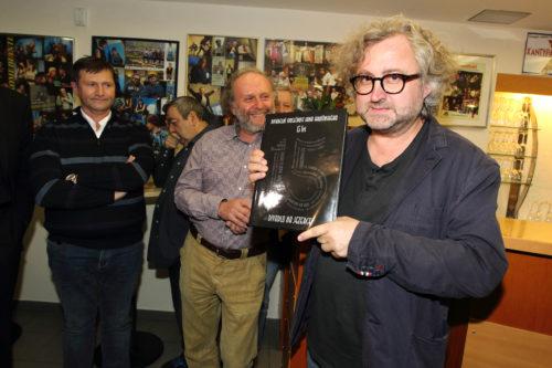 Jan Hřebejk již pošesté v Divadle Na Jezerce, zatímco Petra Vacka čeká režisérský debut