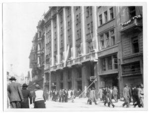 2_Palác YMCA v ulici Na Poříčí 12 krátce po osvobození v květnu 1945_foto YMCA repro zdarma