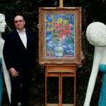10_Tomáš Hejtmánek v zahradě se Špálovou Kyticí a sochami Olbrama Zoubka_foto Ivan Kahún_repro zdarma