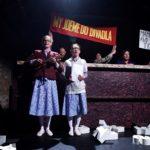 5_Andrea Buršová a Martina Krátká v inscenaci Pražská kavárna_foto Alena Hrbková_repro zdarma