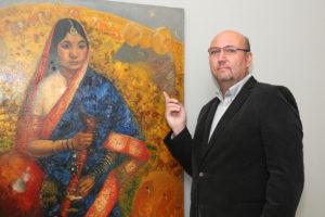 1_Obraz Rámájana Borise D Grigorijeva s galeristou Tomášem Hejtmánkem_foto Ivan Kahun_repro zdarma