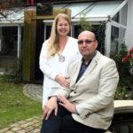 4_Marie a Tomáš Hejtmánkovi v zahradě Arthouse Hejtmánek_foto Ivan Kahun_repro zdarma
