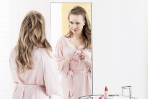 3_První krok ke kráse je i pro Kristínu nanesení podkladové báze_foto Dermacol_repro zdarma