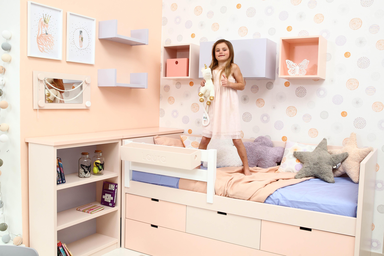 3_Pokojík pro holčičku s vysokou postelí sestavený z nábytku Asoral _foto Viabel - Ivan Kahún_repro zdarma