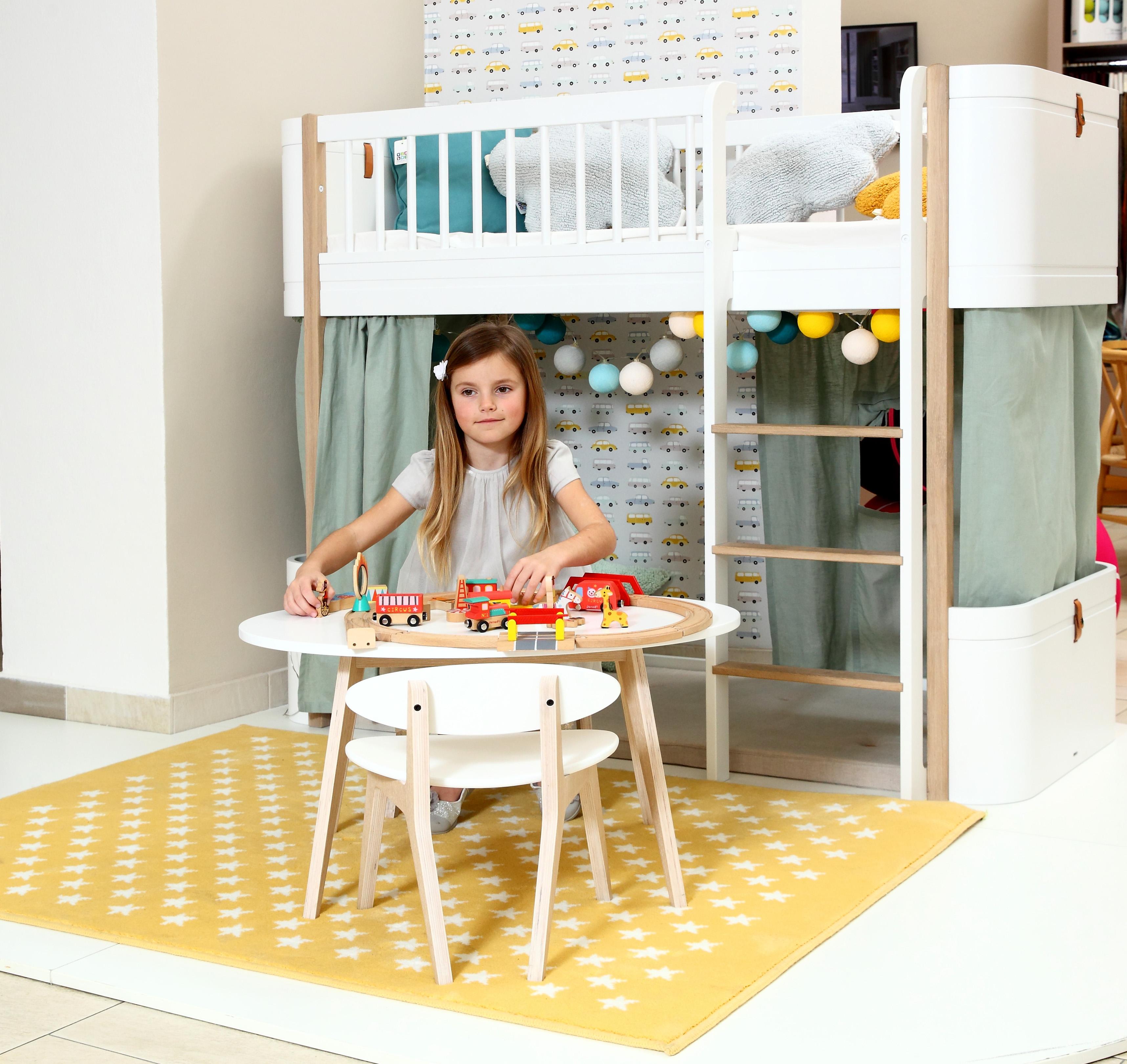 7_Vysoká postel Wood Mini+ s hracím koutkem z nábytku Oliver Furniture_foto Viabel - Ivan Kahún_repro zdarma