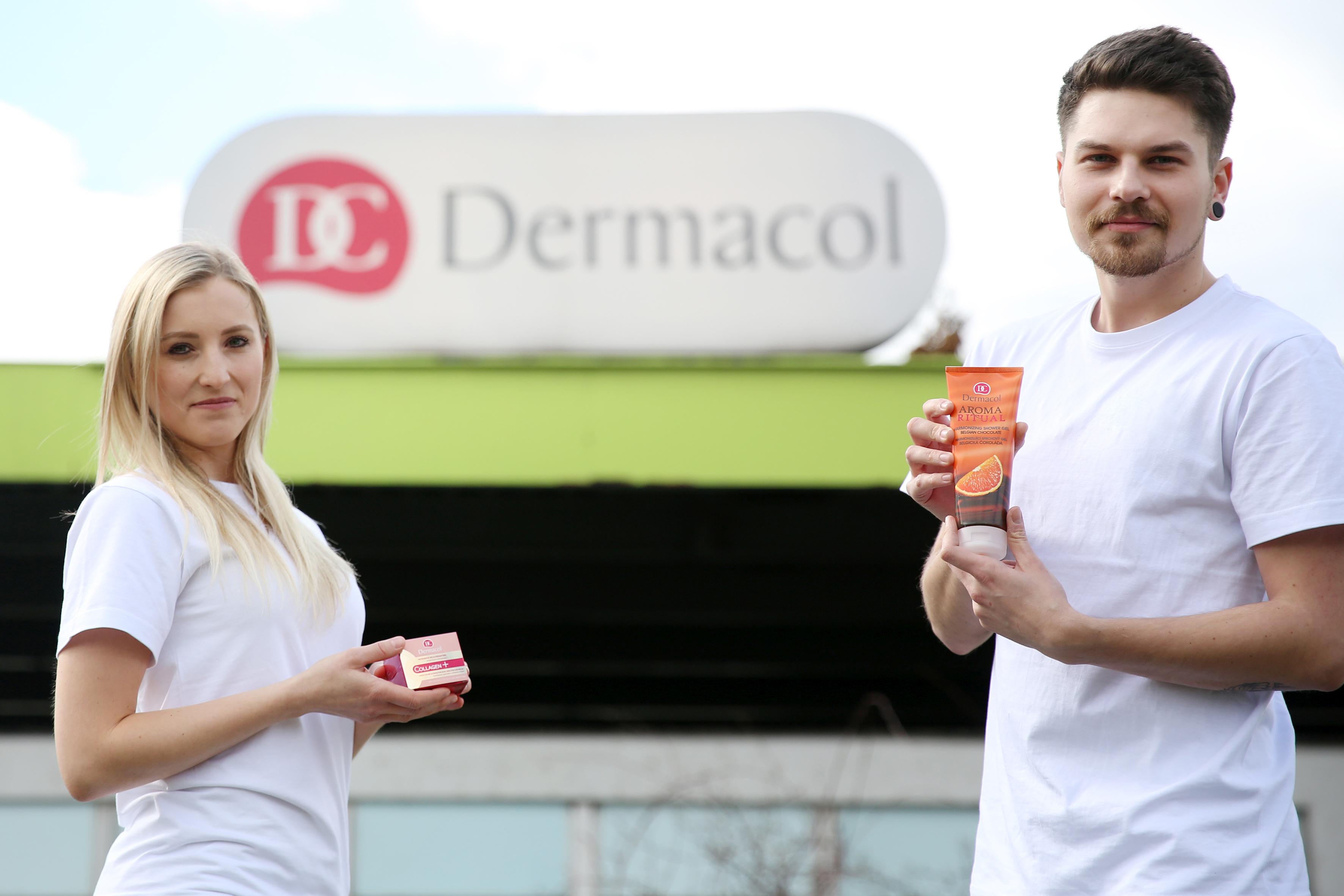 2_Většina kosmetiky Dermacol se dnes vyrábí v továrně v Brně Lesná _pracují tu i mladí laboranti Lucie a Jakub_foto Dermacol_Jiří Sláma_repro zdarma
