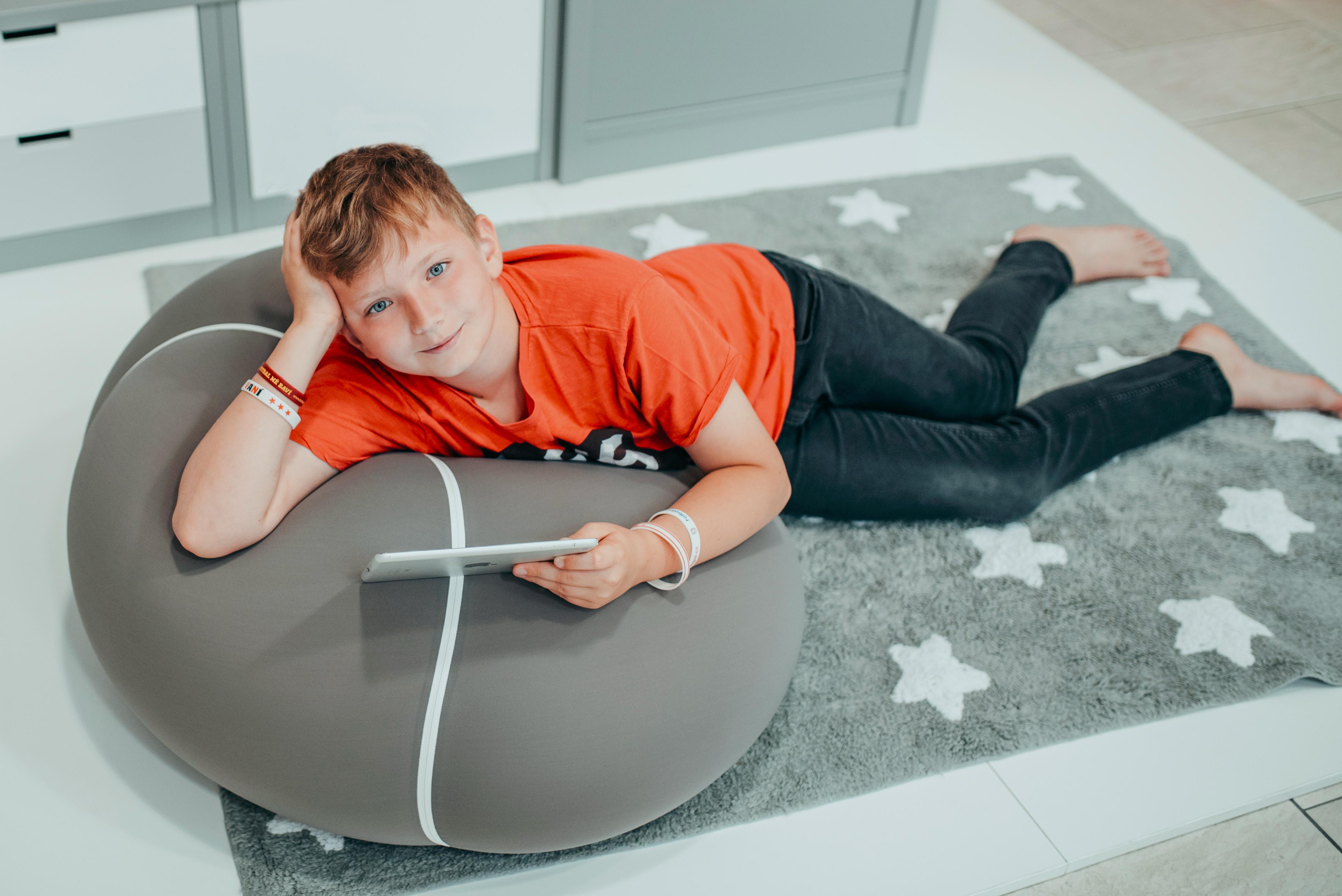 14_V pokojíku starších školních dětí se uplatní i sedák Bool a bavlněný koberec_foto Lucia Rambousková_repro zdarma