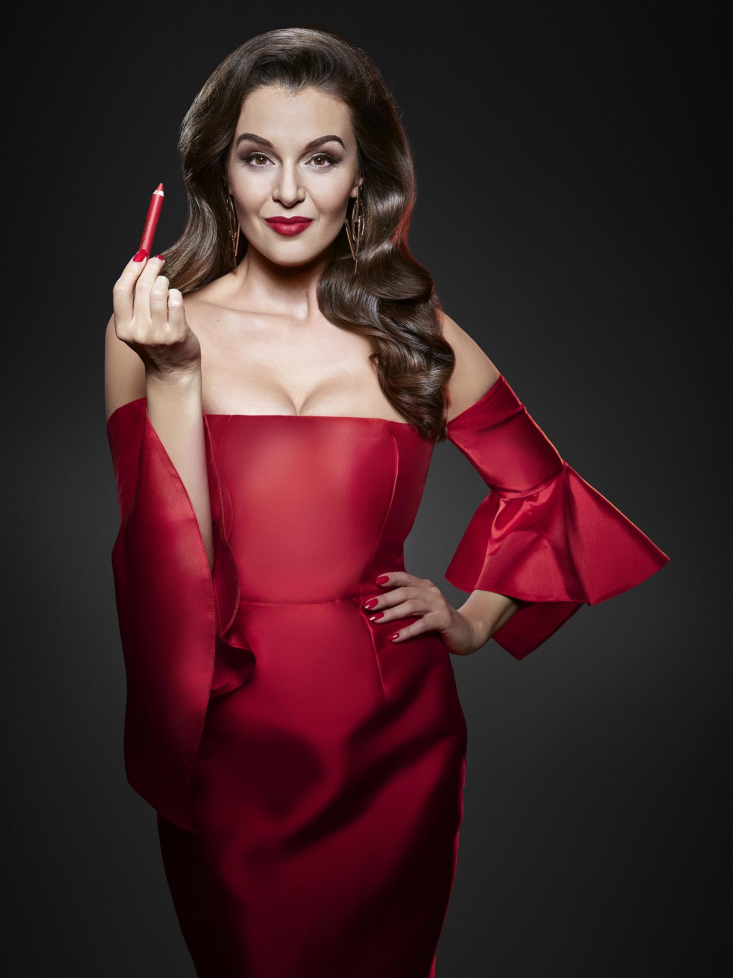 2_Iva Kubelková jako filmová diva s novou rtěnkou Iconic Lips značky Dermacol_ foto Dermacol_repro zdarma