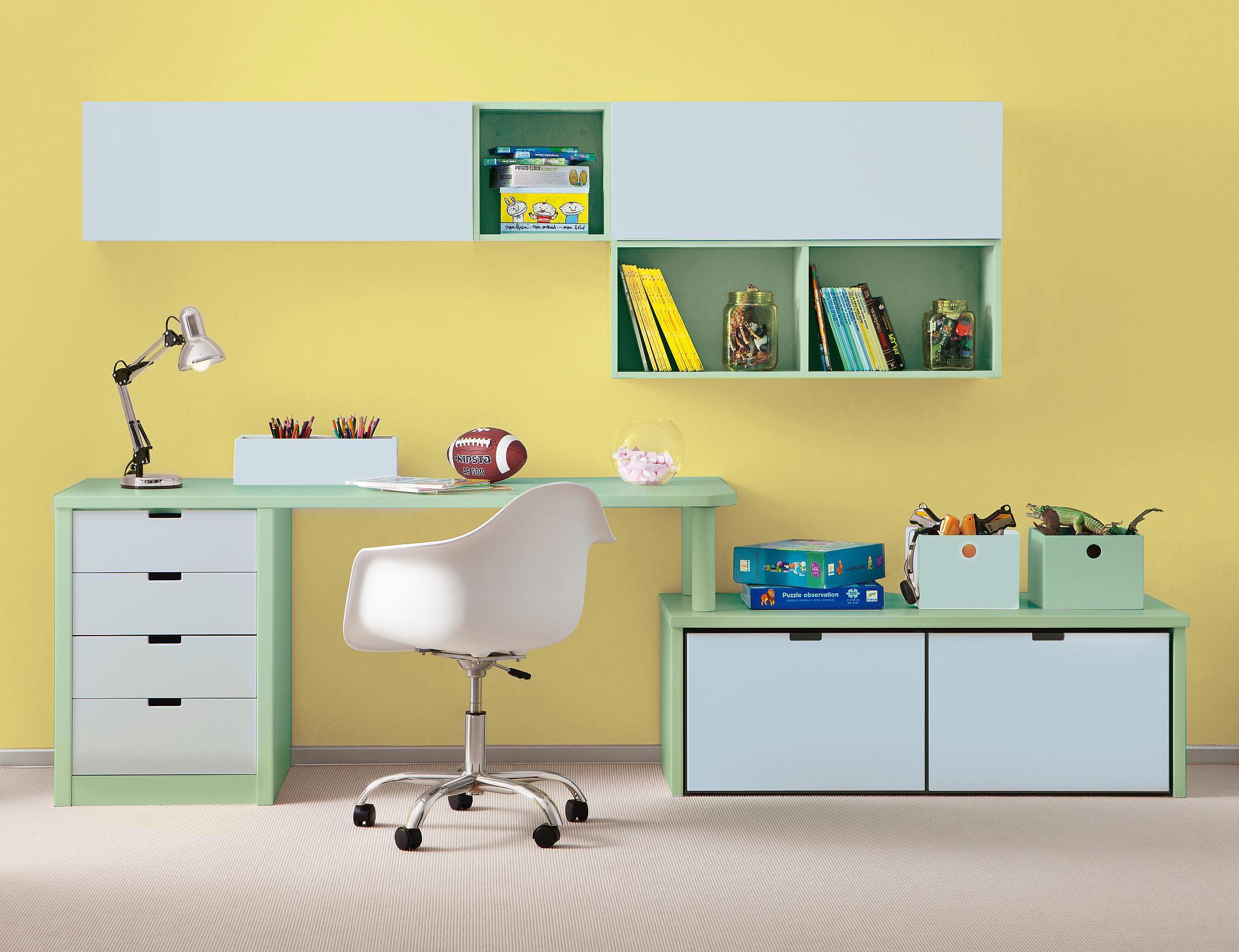 7_Pracovní kout pro školáka_modro zeleno žlutá kombinace podporující učení z nábytku Asoral_foto Viabel_repro zdarma