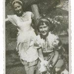 17_V červenci 1941 se sestrou Blankou_foto archiv herečky_repro zdarma