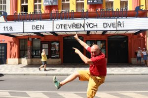 4_Robert Jašków zve na Den otevřených dveří ve Švandově divadle_foto archiv Švandova divadla_repro zdarma