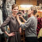 5_Andrea Buršová jako Zdena Werichová s autorkou kostýmů a scény Evou Jiřikovskou_foto Jakub Jíra_repro zdarma