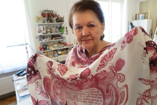 Hedvábná výstava v Paláci YMCA ukáže i dárek pro královnu