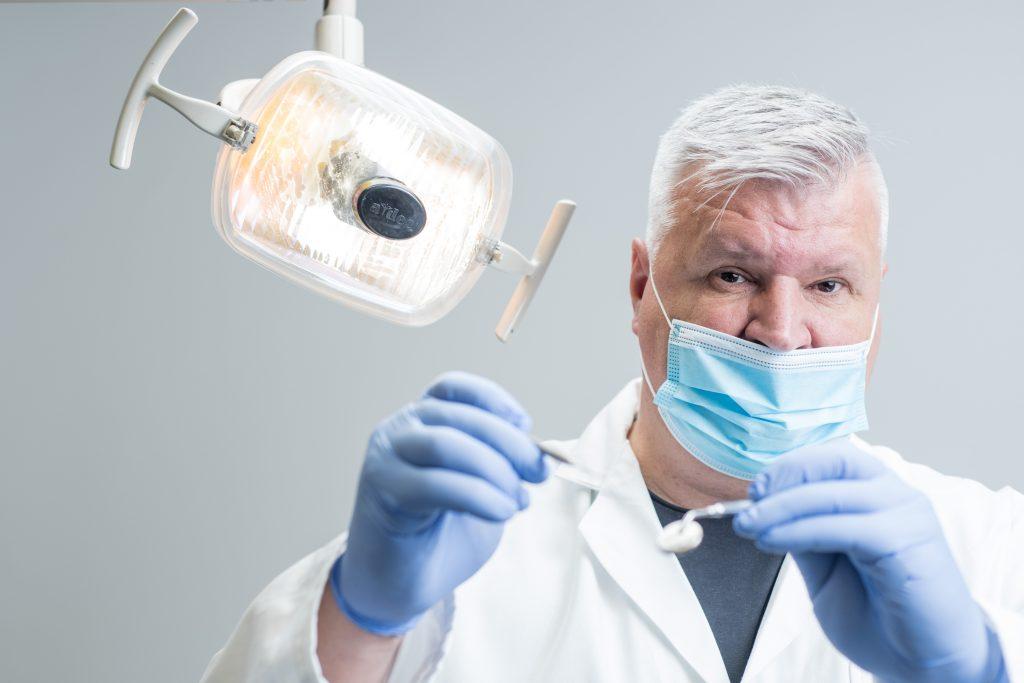 1_Stomatolog a stomatochirurg MUDr Radim Horák_foto Klinika GHC Praha_repro zdarma