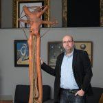 3_Tomáš Hejtmánek se sochou Siréna Ladislava Zívra_foto Arthouse Hejtmánek_repro zdarma