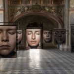 2_Pohled do hlavní lodi kostela s fotografiemi z cyklu Tváře fotografa Pavla Máry_foto Pavel Mára