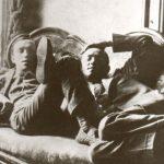 9_Bratři Čapkové v hotelu v Paříži v roce 1911_foto Památník Karla Čapka_repro zdarma