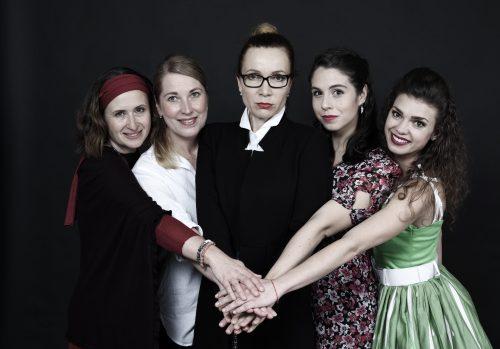 Divadlo Mana zahajuje sezónu komedií o ženských trablech s muži. V září tak uvede hned dvě premiéry věnované vztahům lásky i nenávisti