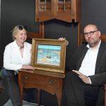 2_Marie a Tomáš Hejtmánkovi majitelé aukční síně Arthouse Hejtmánek s obrazem Loďky v přístavu Jana Zrzavého_foto Arthouse Hejtmánek_repro zdarma