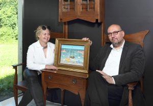12_Marie a Tomáš Hejtmánkovi majitelé aukční síně Arthouse Hejtmánek s obrazem Loďky v přístavu Jana Zrzavého_foto Arthouse Hejtmánek