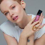 4_Anna Linhartová s kosmetikou Dermacol_foto Anna Kovacic_ repro_zdarma