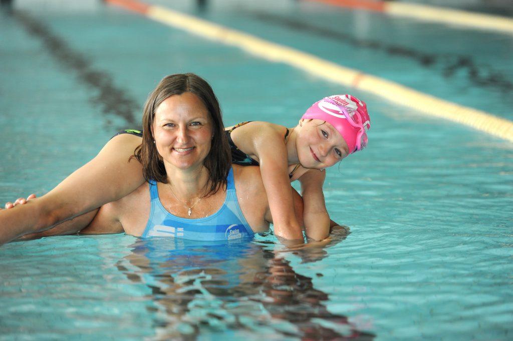 6_Gabriela Minaříková s dcerou Viki jsou ve vodním živlu obě jako doma_foto Swim Smooth - Luboš J Marek_repro zdarma